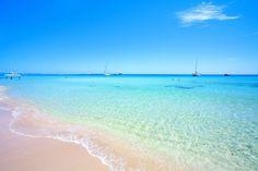 Há séculos que eu sonhava com umas férias em Formentera. Os nervos que me dava ver fotografias como esta……e esta……e esta……e perguntar porque é que não sou eu que estou ali? Eu mereço. Eu e a minha querida Família Mistério merecemos. Por isso, comprei...