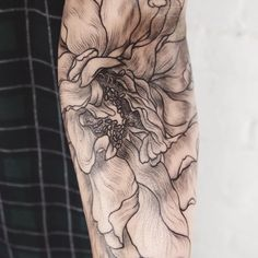 Hiromi Miura flower close up - Tattoo People Toronto - Jess Chen