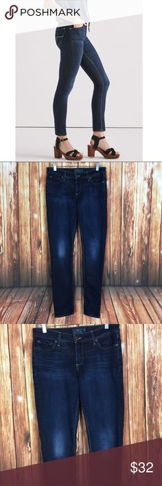 b128772e65d Lucky Brand 28 Lolita Skinny Twilight Blue Jeans Great used condition-  minor wear in knee area (pictured) Brand  Lucky Brand Size  6R   28R   all  ...