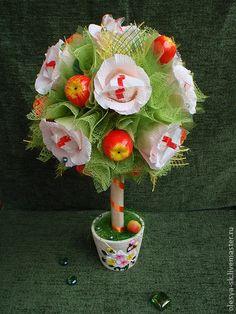 Конфетное дерево `Яблонька в цвету`. Очень красивый и нежный букетик-дерево с вкусными конфетками будет радовать в любую непогоду и помогать от авитаминоза!  Отличный подарок для любителей яблок и садоводов, дачников или просто хороших людей!