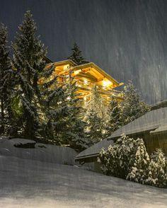 Snowing again and again. #Verbier 📷 @sennarelax  _ #switzerland #valaiswallis #snow #powder #swiss #winter #chalet #bestdestinations #swissalps #night