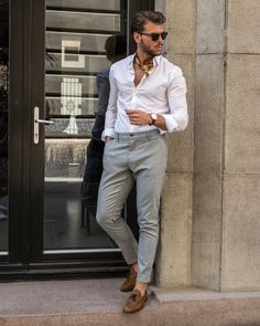 Discover the details that make the difference of the best unique people with a lot of Semi Formal Outfits, Formal Dresses For Men, Formal Men Outfit, Smart Casual Menswear, Smart Business Casual Men, Moda Retro, Summer Wedding Outfits, Kurta Designs, Mens Clothing Styles