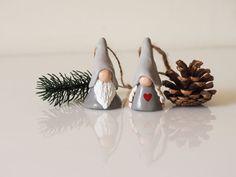 Christmas gnomes <3 Clay Christmas Decorations, Christmas Nativity Set, Nordic Christmas, Christmas Gnome, Christmas Crafts, Christmas Ornaments, Sculptures Céramiques, Scandinavian Gnomes, Clay Pot Crafts