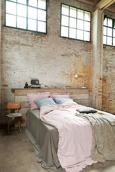 Check Out 20 Industrial Bedroom Designs. Industrial bedroom design is an urban signature that combines simplicity and authenticity. Industrial bedroom design incorporates utilitarian edge with rough textures and sometimes aged woods. Bedroom Loft, Home Bedroom, Bedroom Decor, Bedroom Designs, Bedroom Sets, Brick Bedroom, Urban Bedroom, Master Bedroom, Industrial Bedroom