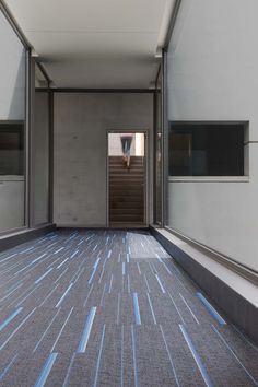 2tec2 woven vinyl flooring Collection 'Stripes': 'Eclipse Blue ST' Fitting: Brick Designed & Made In Belgium