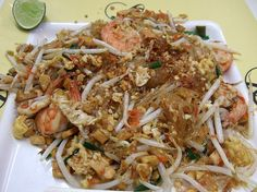 Phat wun sen, (Thai: ผัดวุ้นเส้น). Glass noodles are stir-fried with egg and vegetables, and a variety of ingredients such as meat, seafood, or with vegetarian alternatives.