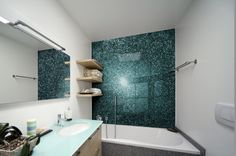 badezimmer ohne fliesen alternative glaspaneele mattglas arbeitsplatte