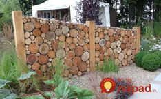 Add privacy to your yard by building a beautiful cordwood fence! Add privacy to your yard by buildin Garden Privacy, Garden Fencing, Privacy Screens, Backyard Fences, Backyard Landscaping, Backyard Ideas, Palet Exterior, Log Fence, Wood Fences