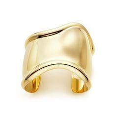 Elsa Peretti® Bone cuff  in 18k gold, medium.