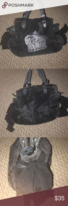 🔳Juicy Couture Bag🔲 I used this bag once maybe twice. Its in great  condition. Has been sitting in my closet for a long time. Feel free to ask any questions or make an offer. Juicy Couture Bags Mini Bags