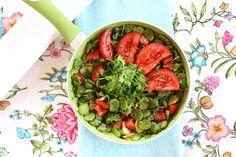 #bób z kolendrą i pomidorami malinowymi