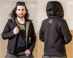 With the Cube Jacket we wanted to create a design which has both a noble and a tough look. The patches are made in Mad Max style which is giving the jacket the coolness. Of course it has a lot of gimmicks. The hood is detachable. The stretch collar has a high cut and gives you perfect protection in