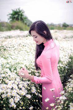 Vietnamese Clothing, Vietnamese Dress, Vietnamese Traditional Dress, Traditional Dresses, Ao Dai, Dehati Girl Photo, Beauty Full Girl, Beautiful Asian Women, Asian Fashion
