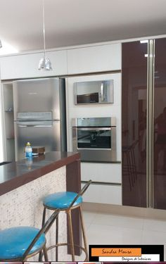 Cozinha moderna,com granito marrom absoluto, cor linho com detalhes em vidro cafe-Projeto Sandra Moura www.sandramoura.wordpress.com