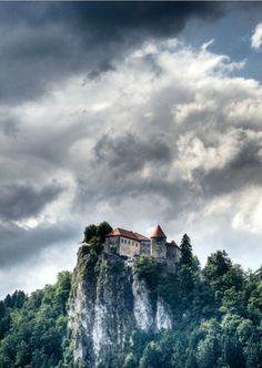 Slovenia Travel Blog: Slovenia is home to magnificent castles scattered throughout the beautiful countryside. Don't miss our guide to the best castles this country has to offer. Click to learn more!