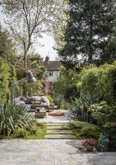 Modern Outdoor Dining Sets, Outdoor Spaces, Outdoor Living, Outdoor Garden Rooms, Poured Concrete Patio, London Garden, Classic Image, Terrace Garden, Back Gardens