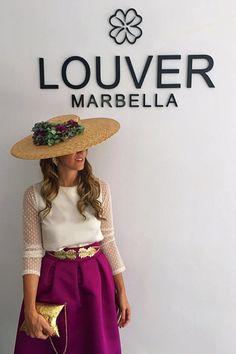 ¡¡ Bienvenido Septiembre!! Inauguramos el mes con un look idea para una boda de mañana!  Elige un modelo como el que te proponemos hoy y conviértete en la invitada perfecta!! Disponible en nuestro showroom !!   #louvermarbella#invitadaperfecta#lainvitadaperfecta#showroom#mode#moda#fashion#nice#tocado#blusabianca#complementos#pamela#spain#