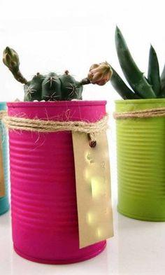 Reutilizamos latas para que ordenar nuestros objetos sea mucho más lindo! #regaládiseño  Consultá por modelos en stock y por el precio de las latas con cactus!