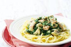 Tagliatelle met spinazie-zalmsaus - Recept - Allerhande
