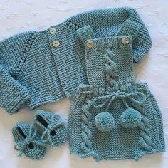 Conjunto completo ~Peto Trenzas~ con chaqueta y patucos #maiateje #puntohechoamano #puntoparabebes #tejidoamano #tejidoconamor #handmade #porencargo #canastilla #bebes Crochet Baby Dress Pattern, Baby Girl Crochet, Baby Outfits, Eco Clothing, Knitted Baby Clothes, Kind Mode, Baby Knitting, Doll Clothes, Kids Fashion
