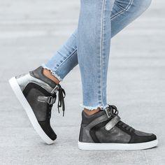 Sneakers alte con linguette a strappo metallizzate