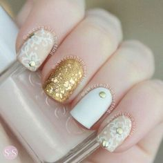 White, gold and beige nails