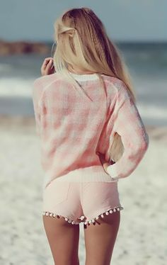 Loving the shorts and jumper ♡
