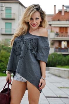 LEN t-shirt, Bershka studded shorts and silver pumps - outfit fashion blogger It-Girl by Eleonora Petrella www.mylenstyle.com