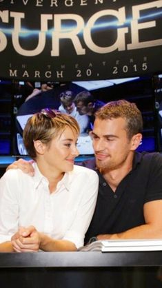 I love this picture from Comic Con today (: SHEO
