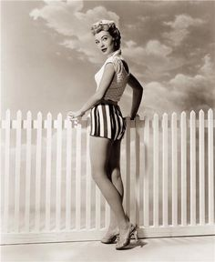 Picture of Lori Nelson Hollywood Pictures, Old Hollywood, Vintage Glamour, Vintage Beauty, Classic Actresses, American Actress, Pin Up, Wonder Woman, Black And White