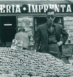 Plaza Dos de Mayo, vendedor de gambas, Madrid, 1955 / Photo by Cas Oorthuys