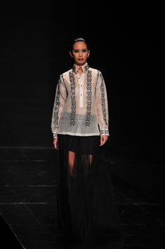 Lest we forget, since fashion is so fleeting and as Philippine Fashion Week Spring/Summer 2013 runs its shows from October 23 to the let our new fashion column refresh your memory with the best of PFW's Holiday Barong Tagalog For Women, New Fashion, High Fashion, Filipiniana Dress, Filipino Fashion, Philippines Fashion, Organizing, Gowns, Fresh