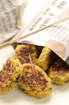 Kartoffelfrikadeller Indian Food Recipes, Asian Recipes, Veggie Recipes, Vegetarian Recipes, Snack Recipes, Veggie Food, My Favorite Food, Favorite Recipes, Scandinavian Food