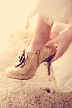 I like these vintage shoes :)