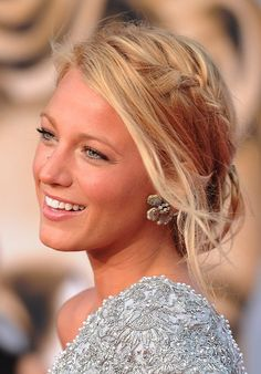 Wow! Red Highlights in Messy Blonde Updo Here's something unique and fabulous, russet red highlights blended beautifully with light and medium blonde shades! Celebrity hairstyles: Blake Lively's braided low chignon updo This is a real trend-setter and stands out above and beyond other messy braided up-styles, for its relaxed confidence and breath-taking creativity! The fringe …