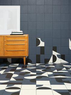 Британские дизайнеры Эдвард Барбер и Джей Осгерби создали две коллекции керамической плитки Puzzle и Mistral. В основе новых серий лежат эксперименты с геометрией, орнаментами и рельефностью.