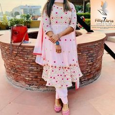 Embroidery Suits Punjabi, Embroidery Suits Design, Embroidery Designs, Embroidery Boutique, Aari Embroidery, Frock Fashion, Fashion Dresses, Punjabi Girls, Indian Designer Suits