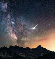 Shooting Star by Jonathan BeslerYou can find Shooting stars and more on our website.Shooting Star by Jonathan Besler Beautiful Sky, Beautiful World, Beautiful Pictures, Cosmos, Starry Night Sky, Night Skies, Theme Galaxy, Nature Landscape, Landscape Photos
