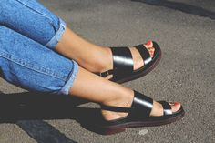 Close up of Sade's Zena Mae chunky sandals styled with mom jeans   Add them to your summer wardrobe here: http://www.clarks.co.uk/p/26108940