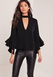 Simple and chic with a stylish twist, this black beaut will have you turning heads for all the right reasons. Top Chic, Neck Choker, Elegant Outfit, Mode Style, Plus Size Tops, Pretty Outfits, Casual Looks, Blouses For Women, Plus Size Fashion