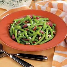 Blue Cheese Green Beans Recipe -Bacon, blue cheese and chopped nuts make this my mom's favorite way to enjoy green beans. I always prepare this side dish when she's coming for dinner. Vegetable Side Dishes, Vegetable Recipes, Green Beans With Bacon, Green Bean Recipes, Blue Cheese, Low Carb Recipes, Great Recipes, Veggies