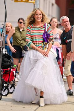 #fashion #lookoftheday Kristin Davis, Sarah Jessica Parker, Carrie White, Chanel Shirt, Newspaper Dress, White Tutu, And Just Like That, Carrie Bradshaw, City Chic