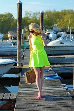 love. neon yellow dress + neon pink heels.