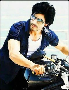 Shah Rukh Khan - Don 2 hurtfully sexy! Famous Indian Actors, Indian Celebrities, Bollywood Celebrities, Don 2, Richest Actors, Kuch Kuch Hota Hai, Srk Movies, Celebrity Sunglasses, Attractive People