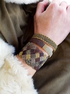 Brown and gold macrame bracelets, fashionable, luxurious macrame cuff Macrame Earrings, Macrame Bag, Micro Macrame, Macrame Jewelry, Macrame Bracelets, Paracord, Chevron Friendship Bracelets, Textile Jewelry, Bracelets For Men