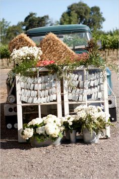 Having an outdoor wedding utitlize creative escord cards to entice your guest! #weddings #cards #decor