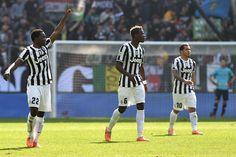 Kwadwo Asamoah (L) of Juventus celebrates after scoring the opening goal during the Serie A match between Juventus and ACF Fiorentina at Juv...