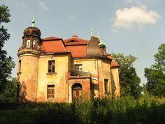 Pałac w Ligocie Strupińskiej zbudowany w 1890 r. prawdopodobnie dla hrabiny Agnes von Pourtalès. Ostatnim z właścicieli był w okresie międzywojennym baron Arnulf von Gillern. Po II wojnie św. pałac oddano pod zarząd PGR-u, który utworzył w nim mieszkania pracownicze. Obecnie - wystawiony na sprzedaż.