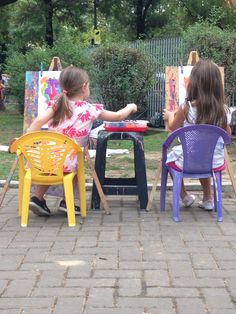 Cata y Juli pintando