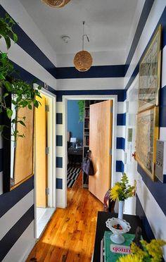 Полоска в коридоре   #коридор #морскойстиль #полоска #синий